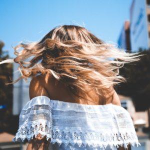 Péče o vlasy: přesně, jak pečovat o své vlasy v 7 jednoduchých kroků